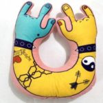 Shanghaojupin Creative Plush U-shaped Pillow 40 x 40cm